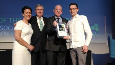 Christopher Molloy of The Lemontree, Letterkenny, receivng his Savvy Social award. Photo: @irishfoodguide/Twitter
