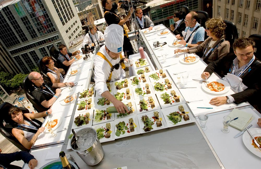 Fine dining at 100 feet in the air? Photo: Events In The Sky